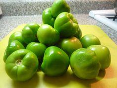 Tomate verde, de cáscara para la salsa, para los moles, para lo que sea. Tomate de la milpa.