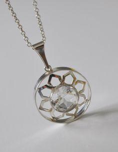 Gorgeous Kultaseppa Salovaara Ky Finland Modernist by NordicJewels on Etsy  >> vintage Scandinavian modernist jewelry/necklace