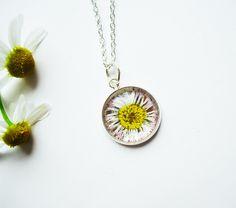 Blütenschmuck - Echtes Gänseblümchen Kette - ein Designerstück von flowerring bei DaWanda