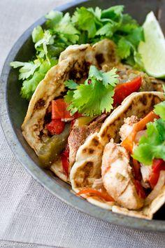 20. Slow Cooker Chicken Fajitas #freezermeals #frozenfood http://greatist.com/eat/healthy-freezer-meals
