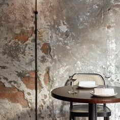 Rosa Marmor und fleckiger Beton emulieren das antike Rom in Melbournes Pentolina Pastabar