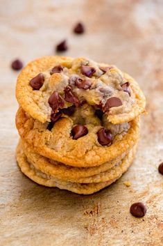 If you've been craving soft chocolate chip cookies you've come to the perfect place! Not all cookies are created equal. Some are crisp and crunchy, while others are soft and chewy. You might be wondering, Bakery Recipes, Dessert Recipes, Cooking Recipes, Drink Recipes, Potluck Recipes, Healthy Recipes, Tollhouse Cookie Recipe, Make Chocolate Chip Cookies, Chocolate Desserts