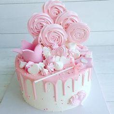 Торт с короной и волшебной палочкой, для маленькой принцессы!!! • • • • По вопросам стоимости и заказу, пишите в вотсап или вконтанте!!! 89137844442 • •…