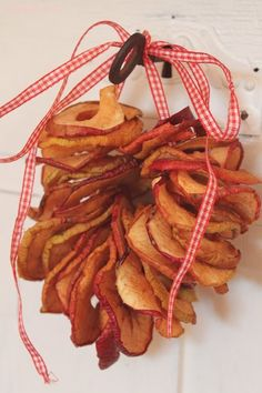 dried apple wreath...lovely idea for fall