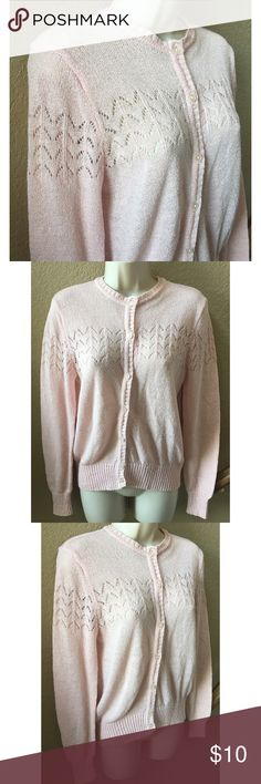 ❤️ Lovely vintage baby pink sweater ❤️ Beautiful vintage sweater, in excellent condition. No size tag but fits like a S/M. Vintage Sweaters Crew & Scoop Necks