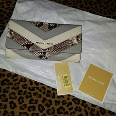 *LOWERED PRICE* MICHAEL KORS BEAUTIFUL&BIG WALLET ***TAKING REASONABLE OFFERS***AUTHENTIC AND BEAUTIFUL MICHAEL KORS WALLET. New with tags. VERY ROOMY AS YOU CAN SEE IN PICTURES. LOVE THE DESIGN AS IT WILL MATCH WITH SO MANY BAGS. ***I AM ONLY OPEN TO REASONABLE OFFERS PLEASE***. I've included tax in my retail price. ANY QUESTIONS PLEASE ASK. BUNDLE UP FOR EXTRA SAVINGS JUST ASK. Michael Kors Bags Wallets