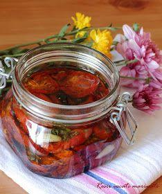 Bunatati de la Oana: Rosii uscate in cuptor, marinate cu oregano si usturoi Romanian Food, Pickles, Cucumber, Mason Jars, Mai, Canning, Pickle, Canning Jars, Pickling