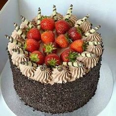 Ideas birthday cake chocolate sweets peanut butter for 2019 Fresh Fruit Cake, Cute Birthday Cakes, Sweet Desserts, Healthy Desserts, Cake Decorating Videos, Chocolate Sweets, Dessert Decoration, Strawberry Cakes, Drip Cakes