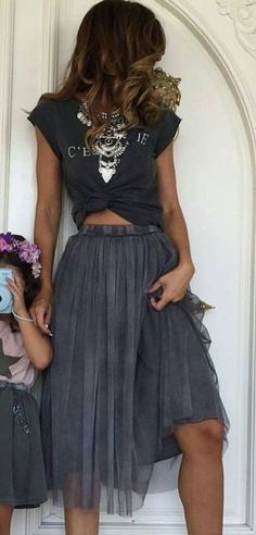tulle skirt. knot tee. summer style.