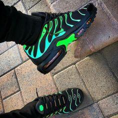 Nike Air Max Plus Electric Green Tenis Nike Casual, Tenis Nike Air Max, Nike Air Shoes, Nike Air Max Plus, Neon Shoes, Nike Air Vapormax, Cute Sneakers, Shoes Sneakers, Girls Sneakers