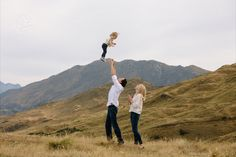 Outdoor Family photoshoot by Dan Childs at 222 Photographic Studios, Queenstown, New Zealand. #nzfamilyphotography #queenstownphotographer Corporate Photography, Free Photography, Photography Awards, Photography Services, Wedding Photography, Pre Wedding Photoshoot, Photographic Studio, Elope Wedding, Engagement Couple