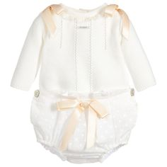 Cute and cosy, this two piece shorts set by Foque gives you a no fuss, ready-made outfit for baby boys and girls. The lovely ivory sweater is finely knitted in soft, breathable cotton and has an adorable lace collar. The accompanying cotton bloomer shorts are full enough to cover nappies, are softly lined, and can be mixed and matched with other little tops.