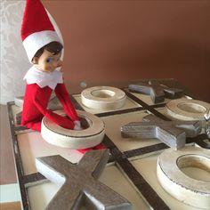 Elf on a shelf - tic, tac, toe