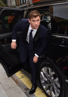 Check out Inherent Clothier shop for Premium Quality Suits! Chris Hemsworth Kids, Hemsworth Brothers, Men In Black, Snowwhite And The Huntsman, Best Avenger, Point Break, David Gandy, People Magazine, Hollywood Actor