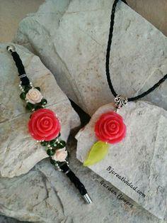 Collar y brazalete piel, flores y cristales