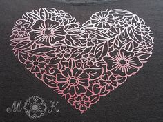 Plotterdatei Blumenherz geschnitten aus Flex mit meinem Plotter (Cameo) auf schwarzem T-Shirt