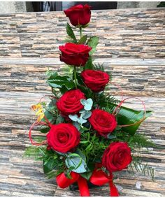 Aranjament 7 trandafiri rosii zi de nastere si onomastica Bouquet Box, Red Rose Bouquet, Red Roses, Bouquets, Christmas Wreaths, Floral Wreath, Boxes, Holiday Decor, Flowers