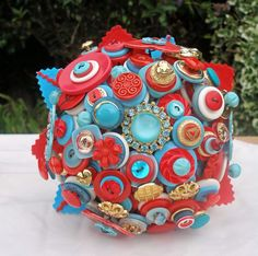 holy gorgeous! vintage red and blue button bouquet
