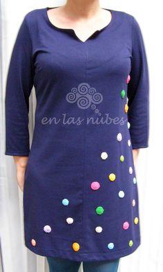 EN LAS NUBES: Vestido de punto con lunares de crochet