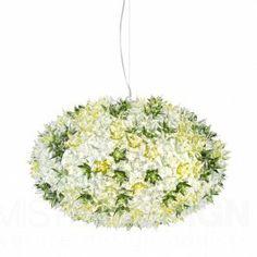 Hanglamp Bloom New S1 van Kartell is een bijzonder fraaie hanglamp. Houdt u van een bloemstuk op tafel? Vandaag wordt de familie van de Bloom-lampen, die gekenmerkt word door een originele structuur bedekt met schitterende bloemen, puur en waardevol als kristal, uitgebreid met een nieuwe elliptische vorm in twee verschillenden maten en met nieuwe functies: hanglamp, wand- of plafondlamp.   De Bloom Lampen zijn net zo delicaat als een boeket lentebloemen. Ze bieden unieke geraffineerde ...
