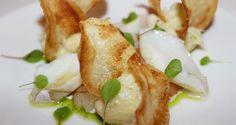 Baccalà cotto a vapore, sfaldato, marinato in olio su gambero rosso crudo e chips di patate | Alpi Fashion Magazine