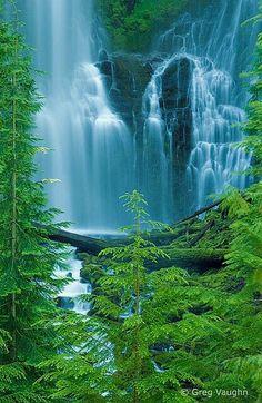 Three sisters waterfall, Oregon USA