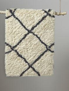 Tapis berbère laine - Blanc/croisillons bleu nuit - Cyrillus