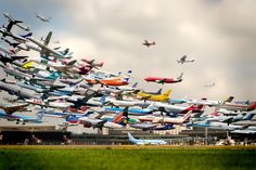 This image, created by Korean photographer Ho-Yeol Ryu, purportedly shows a multiple-exposure tilt-shift image of every plane taking off at Hannover Airport in Germany in the span of one day. Amazing, right? Yeah, except that it's not real. Exposition Multiple, Images Cools, Great Photos, Cool Pictures, Amazing Photos, Airplane Landing, Photo Avion, Time Lapse Photography, Exposure Photography