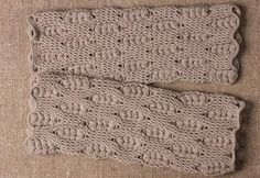 It is a website for handmade creations,with free patterns for croshet and knitting , in many techniques & designs. Crochet Socks, Crochet Gloves, Free Crochet, Crochet Stitches Patterns, Stitch Patterns, Crochet Diagram, Handicraft, Diy Design, Free Pattern