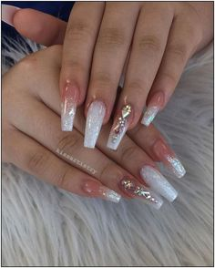 On average, the finger nails grow from 3 to millimeters per month. If it is difficult to change their growth rate, however, it is possible to cheat on their appearance and length through false nails. Bling Acrylic Nails, White Acrylic Nails, Glam Nails, Best Acrylic Nails, Dope Nails, Rhinestone Nails, Bling Nails, Acrylic Nail Designs, Coffin Nails