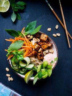 Vietnamlainen Banh mi tofukulho (V, GF) – Viimeistä murua myöten Going Vegan, Tofu, Food Inspiration, Healthy Recipes, Healthy Food, Vegetarian, Fish, Vegetables, Ethnic Recipes