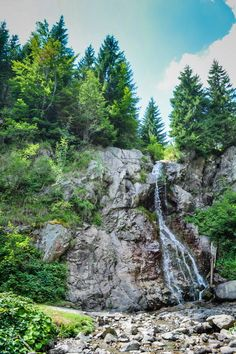 Cascada Varciorog, Arieseni Turist in Romania : cascada Varciorog din Arieseni - galerie foto. Vezi mai multe poze pe www.ghiduri-turistice.info Visit Romania, Tourist Places, Come And See, Beautiful Places To Visit, Mother Nature, To Go, Around The Worlds, Country, Amazing