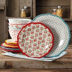 Shop for The Pioneer Woman Dinnerware Sets in Dining & Entertaining. Buy products such as The Pioneer Woman Cowgirl Lace Dinnerware Set at Walmart and save. The Pioneer Woman, Pioneer Woman Dishes, Pioneer Woman Kitchen, Pioneer Women, Pioneer Woman Dinnerware, Dinnerware Sets Walmart, Famous Recipe, Retro Home Decor, Retro Kitchen Decor