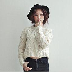 ゆったりする丸襟プルオーバー ☆レディースショート丈ツイストセーター