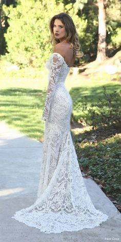 White bride dresses. All brides want to find themselves having the most appropriate wedding ceremony, however for this they require the perfect bridal gown, with the bridesmaid's outfits complimenting the wedding brides dress. The following are a few suggestions on wedding dresses.