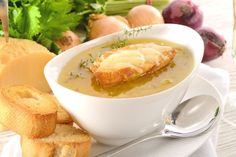 Crock Pot French Onion Soup (Weight Watchers) A first course that's sure to impress family and friends. Comes in at 10 SmartPoints. See recipe details. Slow Cooker Cheeseburger Soup (Weight W… Crock Pot Recipes, Onion Soup Recipes, Ww Recipes, Slow Cooker Recipes, Cooking Recipes, Weight Watcher Dinners, Plats Weight Watchers, Healthy Diet Recipes, Healthy Snacks