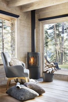 Dreamy Nordic log cabin retreat in the middle of a Spanish forest Chalet Modern, Modern Log Cabins, Chalet Chic, Chalet Style, Cottage Interiors, Small Cabin Interiors, Cozy Place, Design Case, Design Design