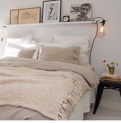 Gaaf die plank met cagelamp (lamp te koop (zonder klem) bij www.lamasenlollys.nl)