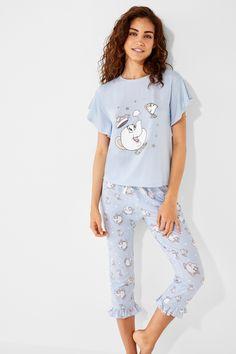 Conjunto de pijama. Camiseta de manga corta con volantes con estampado de  la Bella y 067a60eafd1fe