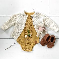 Knitting Patterns Onesie valley pattern no. Knitting For Kids, Baby Knitting, Baby Girl Fashion, Kids Fashion, Crochet Bebe, Boho Baby, Baby Kind, Baby Sweaters, Baby Dress