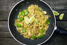 Pad Thai czyli makaron smażony po Tajsku - Mgotuje Wok, Risotto, Rice, Ethnic Recipes, Laughter, Jim Rice