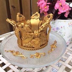 Fondant gold king crown