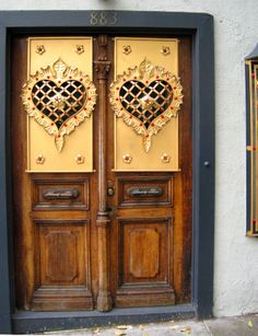 architecture with hearts | where do you stand on playing with architecture akin… Knobs And Knockers, Door Knobs, Door Handles, Cool Doors, Unique Doors, Entrance Doors, Doorway, Porte Cochere, When One Door Closes