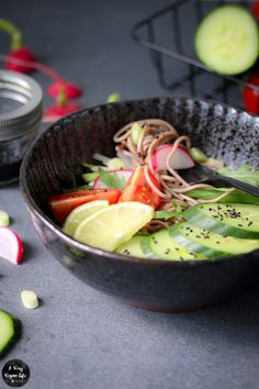{#nomnomsguests} black sesam-bowl mit soba-buchweizennudeln | lena von a very…