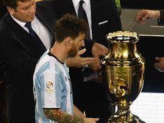 Messi lần thứ 4 thất bại trong trận chung kết: Nỗi đau của Vua về nhì