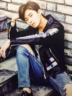 How does he always look so good?! TT