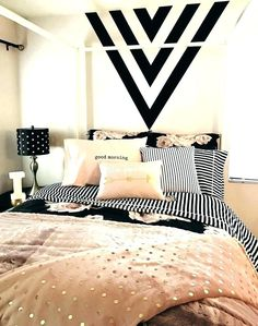 Black and gold bedroom walls black gold and pink black paint feature wall black with black . black and gold bedroom walls Dream Rooms, Dream Bedroom, My New Room, My Room, Spare Room, Sweet Home, Bedroom Black, Black White And Gold Bedroom, Pink Gold Bedroom