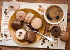 Seu café acompanhado de um bom macaron de chocolate tornará esse momento muito mais especial! Afinal de contas, café e chocolate fazem um par delicioso! #macaron