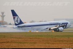 LOT Boeing 767-35D/ER (SP-LPC): Emeregency landing without landing gear in Warsaw, Poland. Nov 1,2011