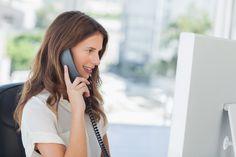 ビジネスにおける電話応対はマナーに重きをおきながら業務内容をしっかり伝えるスキルが求められます。今回は電話応対の基本から応用までをマニュアルとしてまとめました。